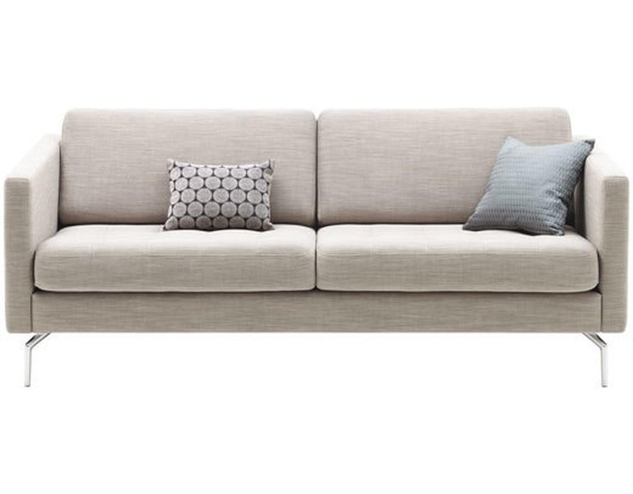 <p><p>Linjakas Osaka-sohva sopii moderniin kotiin. Päälliseksi voi valita myös nahan. Kuvassa vaaleanharmaa Prato-kangas, 969 e, Bo Concept.</p></p>